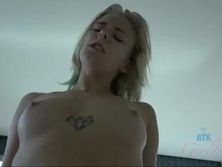 Giving Elaina Raye a facial and a good fucking